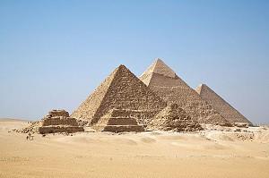 640px-All_Gizah_Pyramids