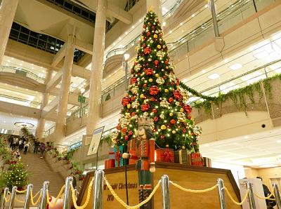 横浜・みなとみらいでクリスマスツリー点灯